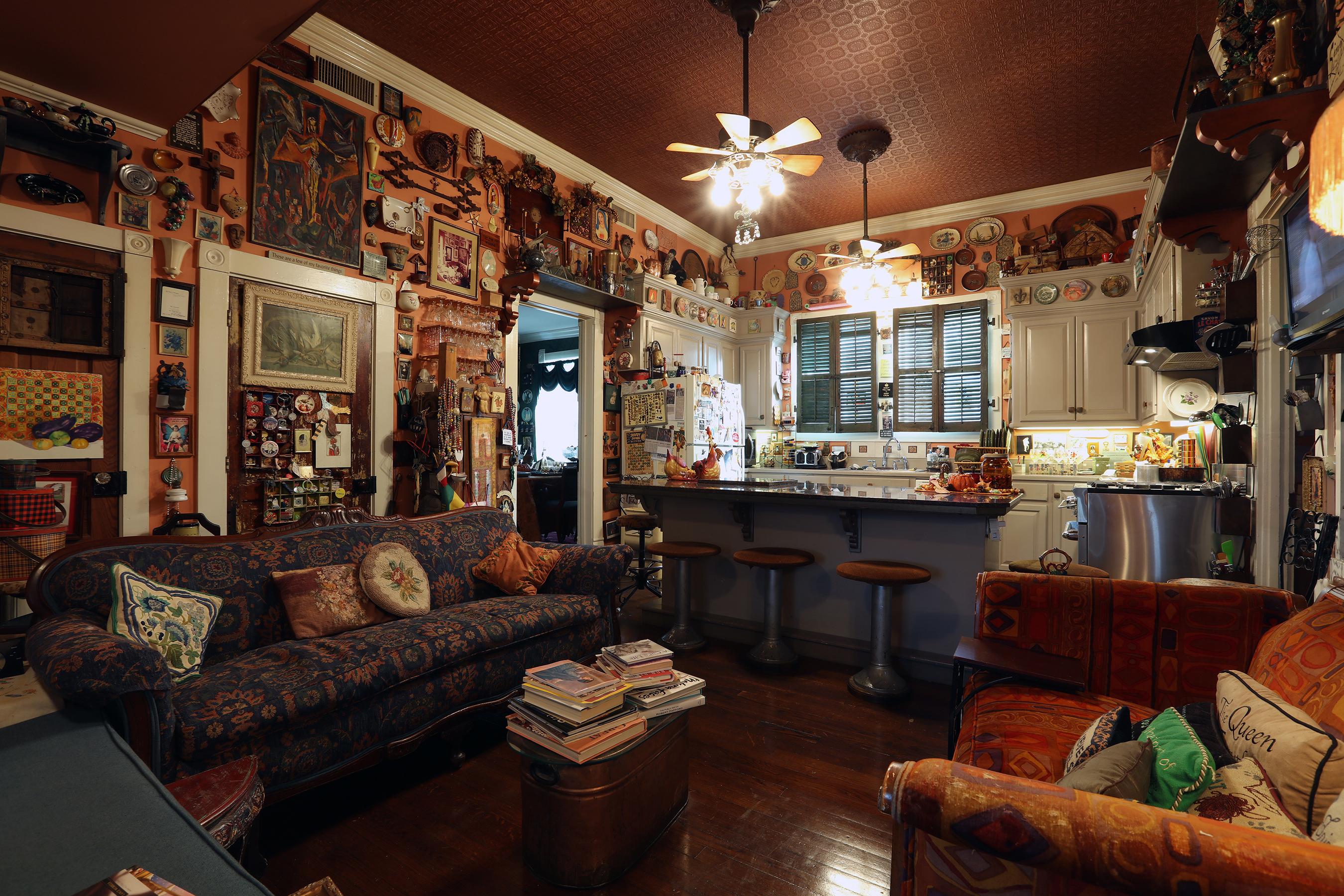 Kitchen-Sitting Area